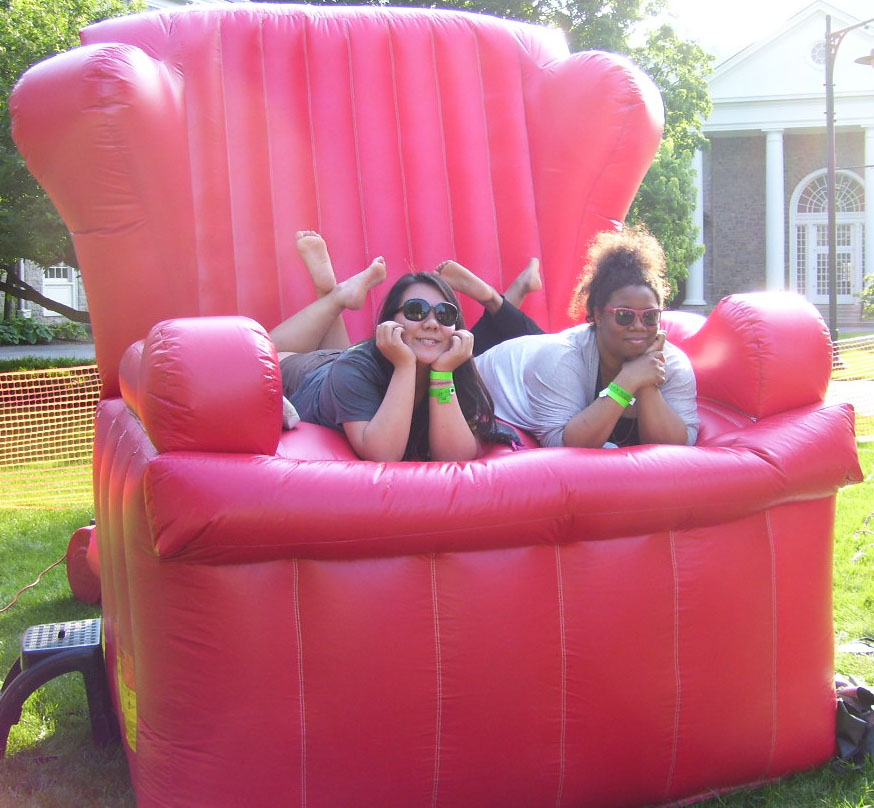 Big Red Chair Photos